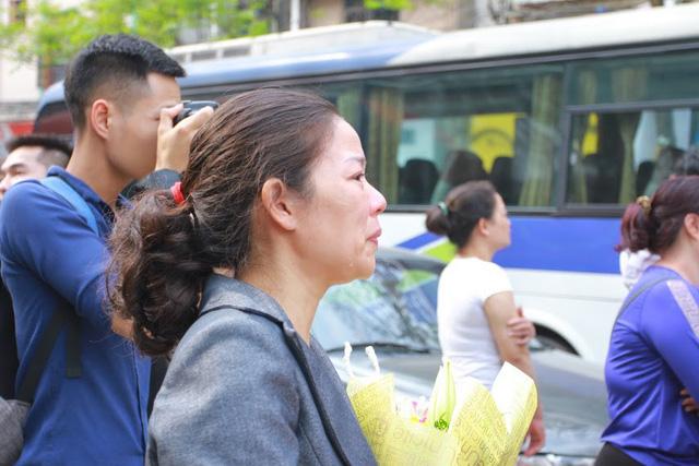 Gần 3.500 thanh niên Hà Nội lên đường nhập ngũ: Bịn rịn giờ chia tay - Ảnh 6.