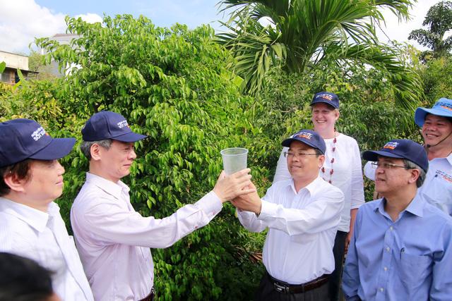 Muỗi vằn Wolbachia phòng sốt xuất huyết lần đầu tiên được thả trên đất liền tại Việt Nam - Ảnh 1.