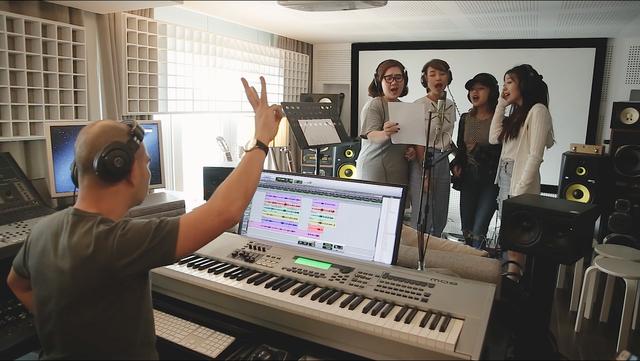 Clip hậu trường làm nhạc phim thú vị của Tháng năm rực rỡ - Ảnh 1.