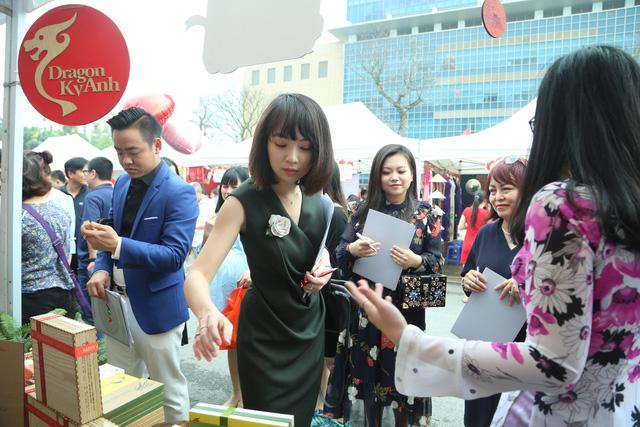 Rộn ràng Hội chợ Mùa Xuân chào đón ngày Quốc tế phụ nữ 8/3 - Ảnh 3.