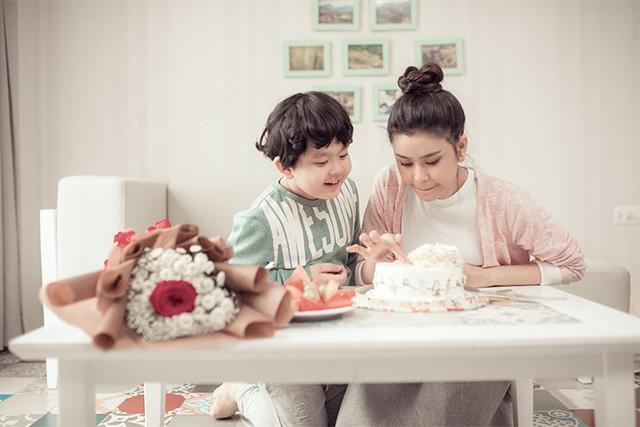 Trương Quỳnh Anh khoe ảnh cùng con trai trong ngày 8/3 - Ảnh 1.