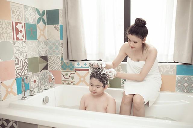 Trương Quỳnh Anh khoe ảnh cùng con trai trong ngày 8/3 - Ảnh 3.