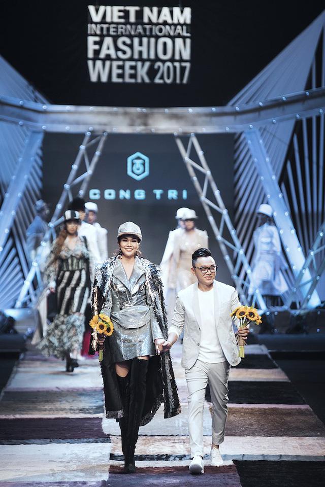 NTK Công Trí tiếp tục mở màn Tuần lễ thời trang quốc tế Việt Nam Xuân - Hè 2018 - Ảnh 2.