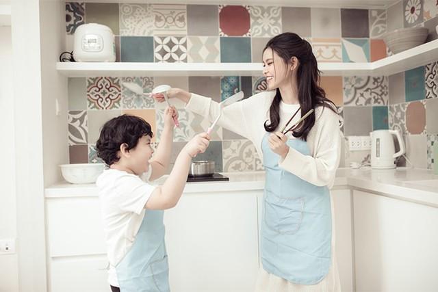 Trương Quỳnh Anh khoe ảnh cùng con trai trong ngày 8/3 - Ảnh 5.