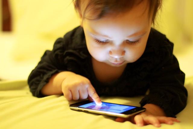 Để con nghịch dại, iPhone bị khóa đến… 47 năm - Ảnh 1.