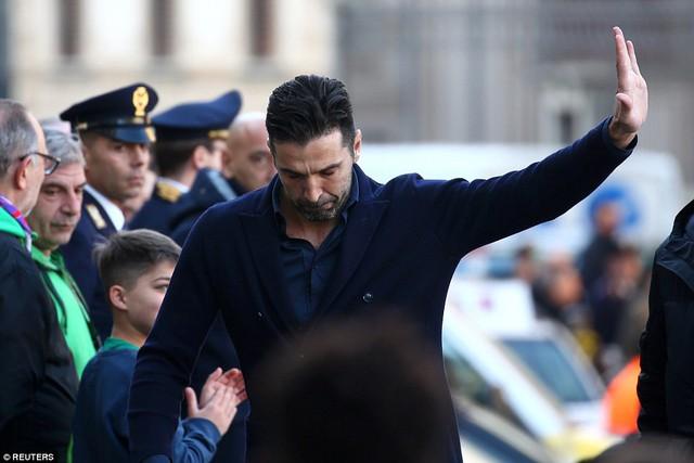 Hàng ngàn người hâm mộ đưa tang Davide Astori - Ảnh 21.
