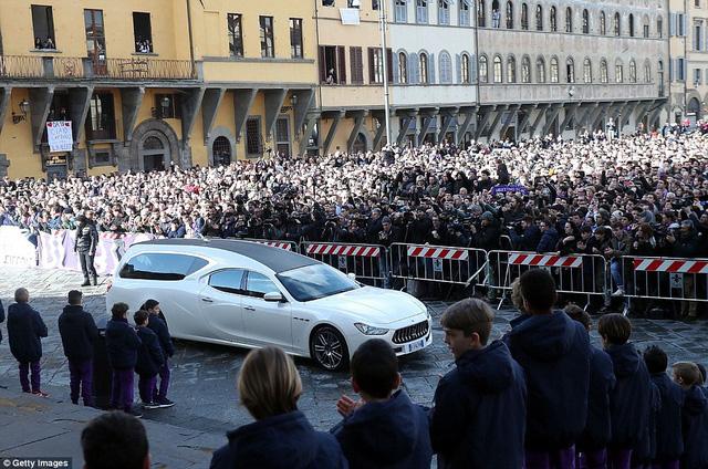 Hàng ngàn người hâm mộ đưa tang Davide Astori - Ảnh 13.
