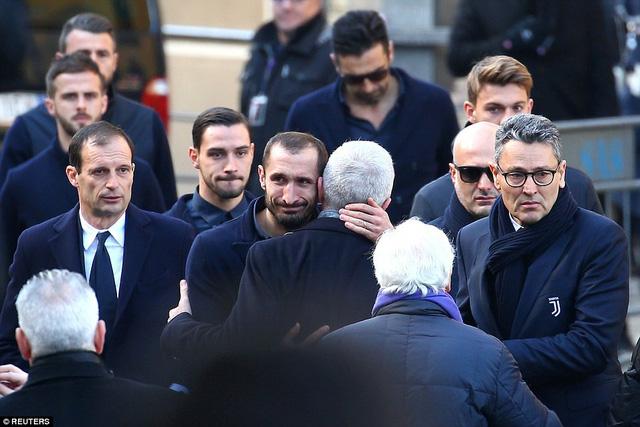 Hàng ngàn người hâm mộ đưa tang Davide Astori - Ảnh 11.