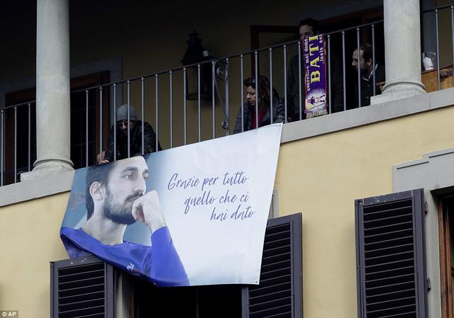 Hàng ngàn người hâm mộ đưa tang Davide Astori - Ảnh 9.
