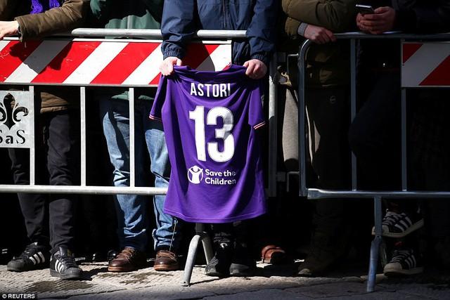 Hàng ngàn người hâm mộ đưa tang Davide Astori - Ảnh 8.