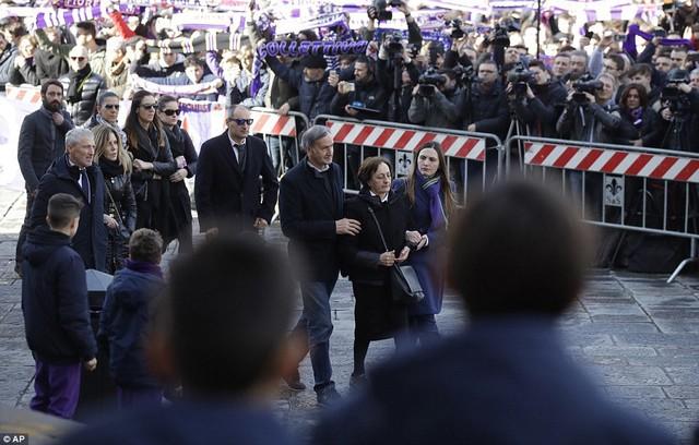Hàng ngàn người hâm mộ đưa tang Davide Astori - Ảnh 7.