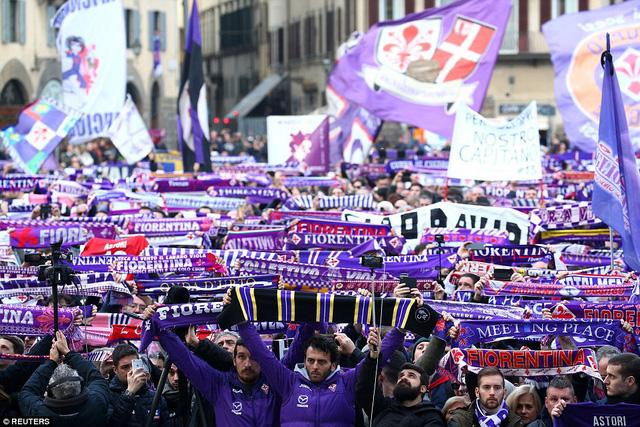 Hàng ngàn người hâm mộ đưa tang Davide Astori - Ảnh 3.