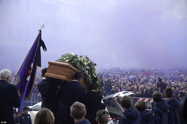 Hàng ngàn người hâm mộ đưa tang Davide Astori - Ảnh 6.