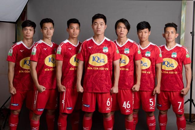 ẢNH: Chiêm ngưỡng Xuân Trường, Công Phượng, Văn Thanh và các cầu thủ HAGL trong áo đấu mới mùa giải 2018 - Ảnh 11.
