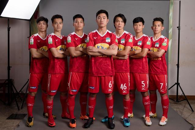 ẢNH: Chiêm ngưỡng Xuân Trường, Công Phượng, Văn Thanh và các cầu thủ HAGL trong áo đấu mới mùa giải 2018 - Ảnh 9.