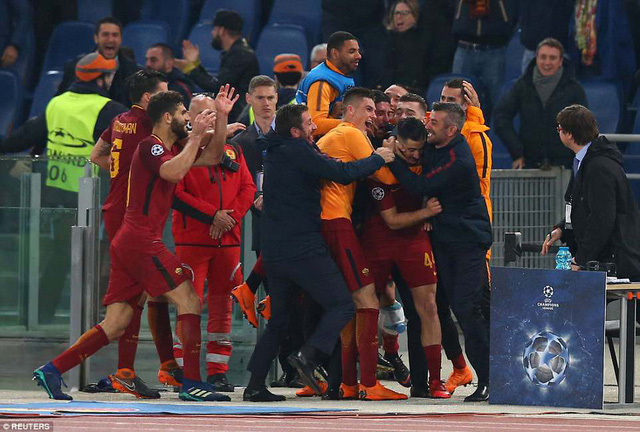 ẢNH: AS Roma ngược dòng không tưởng, loại Barcelona khỏi Champions League - Ảnh 10.