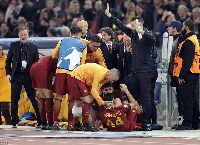 ẢNH: AS Roma ngược dòng không tưởng, loại Barcelona khỏi Champions League - Ảnh 11.