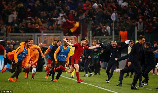 ẢNH: AS Roma ngược dòng không tưởng, loại Barcelona khỏi Champions League - Ảnh 13.