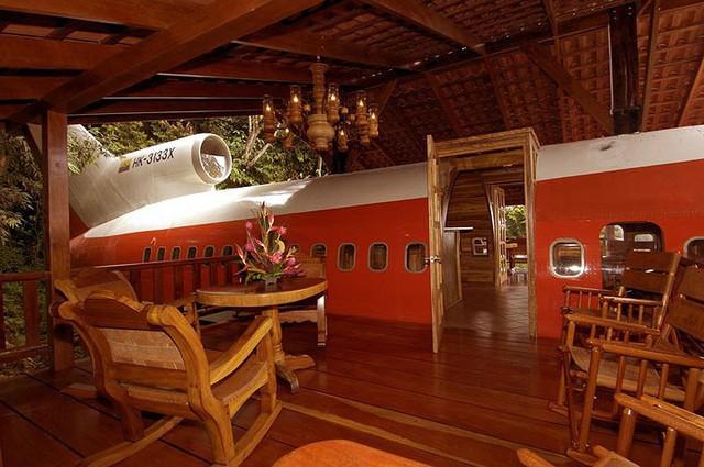 Khách sạn sang chảnh, tiện nghi bên trong chiếc máy bay hỏng - Ảnh 9.