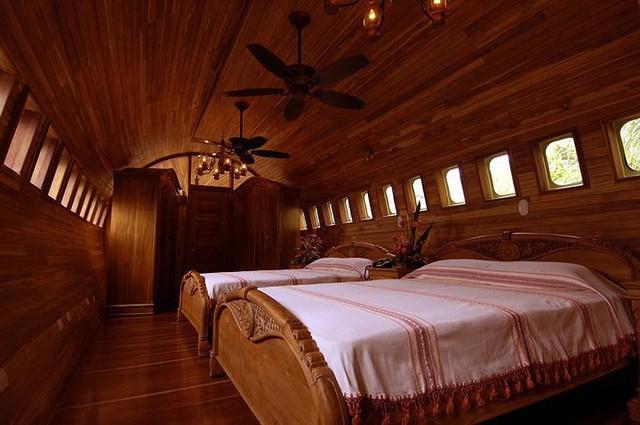 Khách sạn sang chảnh, tiện nghi bên trong chiếc máy bay hỏng - Ảnh 6.