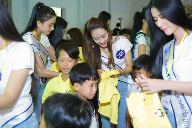 Thí sinh Hoa hậu Biển Việt Nam toàn cầu 2018 lan tỏa tinh thần tương thân tương ái - Ảnh 6.