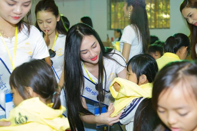 Thí sinh Hoa hậu Biển Việt Nam toàn cầu 2018 lan tỏa tinh thần tương thân tương ái - Ảnh 7.