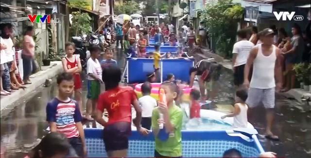Bữa tiệc nước đường phố ở Philippines - Ảnh 2.