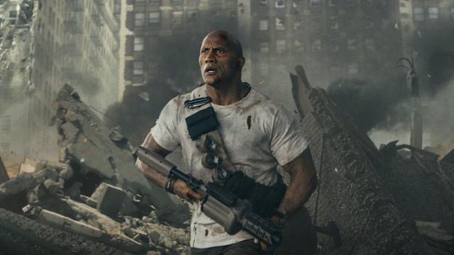 The Rock - Dwayne Johnson sẵn sàng chiến cả dàn siêu thú cuồng nộ trong Rampage - Ảnh 1.
