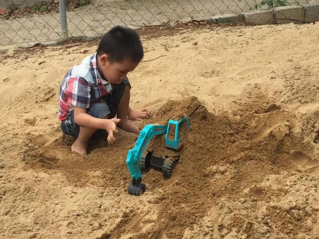 Gia đình bé trai tim bẩm sinh túng quẫn trong cảnh nghèo khó - Ảnh 2.