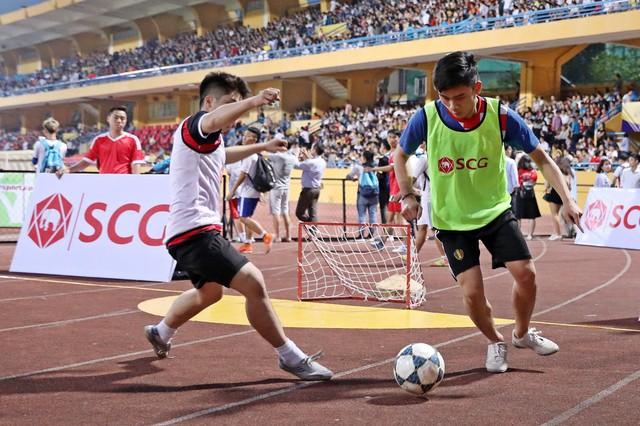 Giải Bóng đá Đường phố SCG được tổ chức ngay trước các trận đấu của CLB Hà Nội tại SVĐ Hàng Đẫy - Ảnh 1.