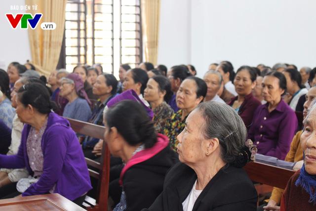 400 người dân Ninh Bình được khám, điều trị mắt miễn phí  - Ảnh 2.