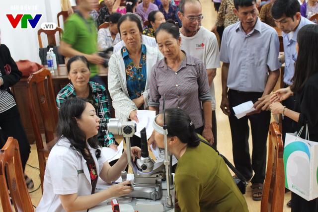 400 người dân Ninh Bình được khám, điều trị mắt miễn phí  - Ảnh 3.