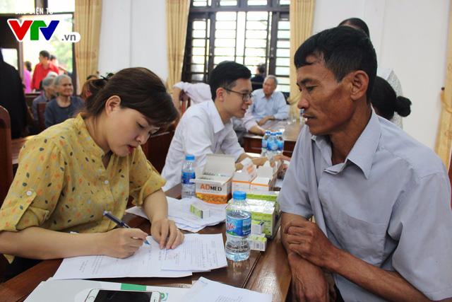 400 người dân Ninh Bình được khám, điều trị mắt miễn phí  - Ảnh 6.