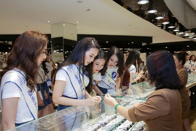 Cận cảnh vương miện đính ngọc trai lấp lánh dành cho Hoa hậu Biển Việt Nam toàn cầu 2018 - Ảnh 8.