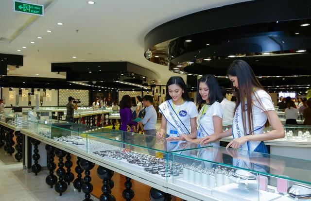 Cận cảnh vương miện đính ngọc trai lấp lánh dành cho Hoa hậu Biển Việt Nam toàn cầu 2018 - Ảnh 7.