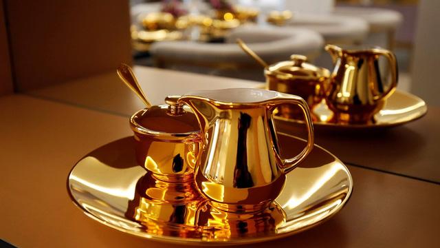 Đến vua Midas cũng phải choáng với khách sạn bằng vàng tại Đà Nẵng - Ảnh 2.