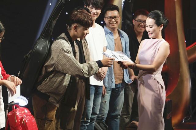 Sa Huỳnh và Juun Đăng Dũng - RTee đại diện team Giáng Son bước vào Chung kết - Ảnh 2.