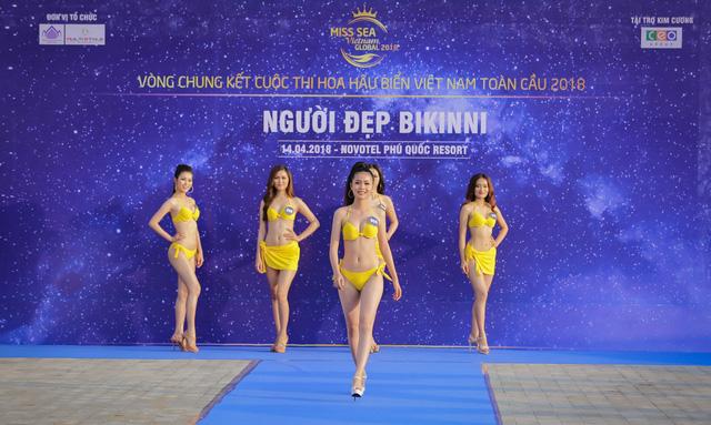 Top 40 Hoa hậu Biển Việt Nam toàn cầu 2018 nóng bỏng trong trang phục bikini, khoe tài năng đa dạng - Ảnh 1.