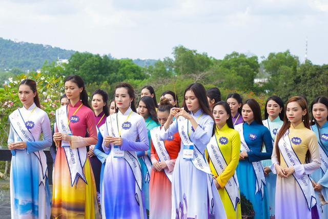 Thí sinh Hoa hậu Biển Việt Nam toàn cầu 2018 tri ân các anh hùng liệt sĩ tại Phú Quốc - Ảnh 1.