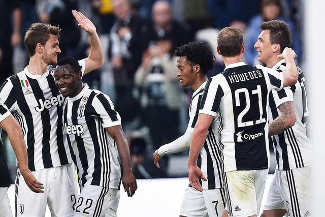 Kết quả bóng đá sáng 16/4: Man Utd dâng chức vô địch cho Man City, PSG vô địch sớm Ligue 1 - Ảnh 7.
