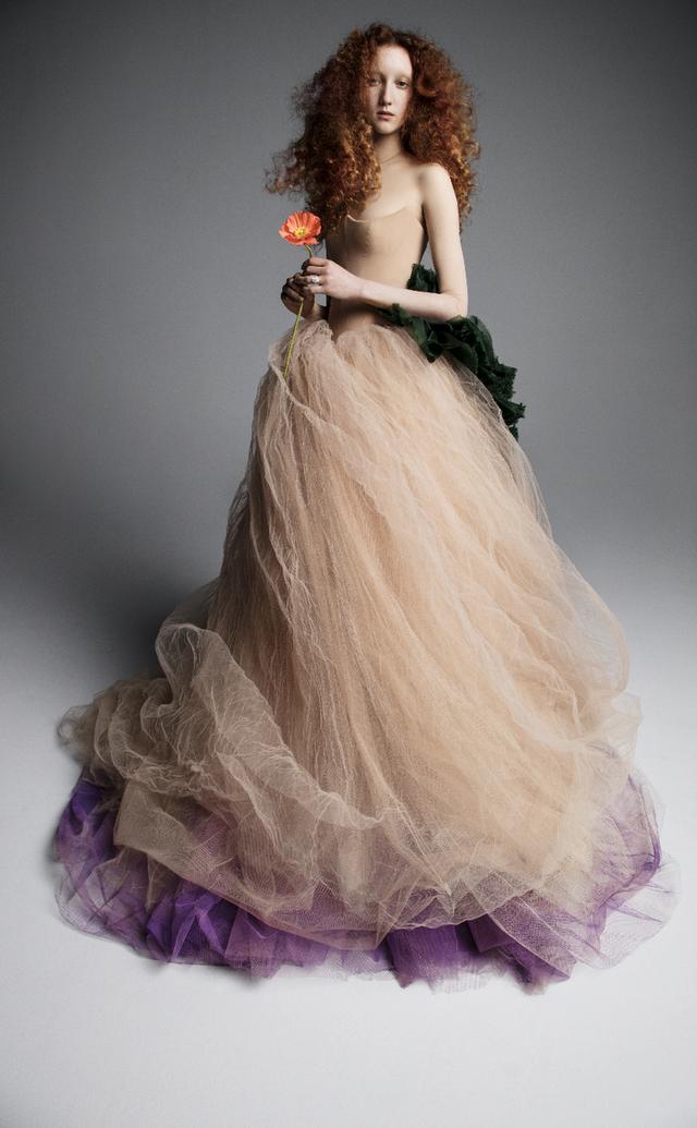 Váy cưới của Vera Wang cho mùa Xuân 2019... mong manh tựa sương khói - Ảnh 8.
