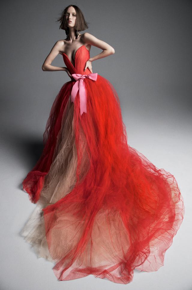 Váy cưới của Vera Wang cho mùa Xuân 2019... mong manh tựa sương khói - Ảnh 6.