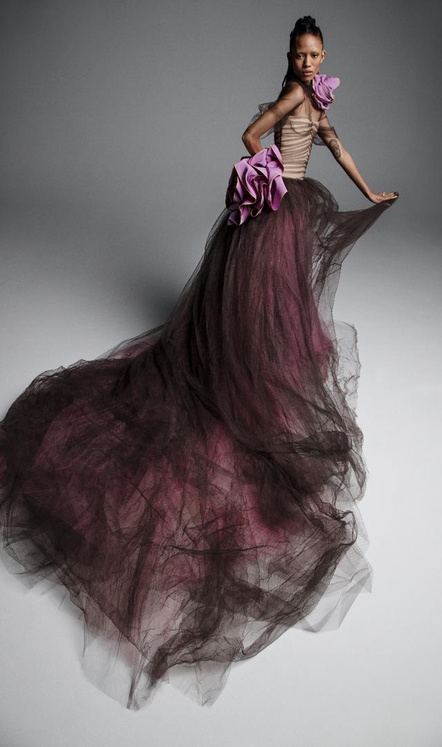 Váy cưới của Vera Wang cho mùa Xuân 2019... mong manh tựa sương khói - Ảnh 5.