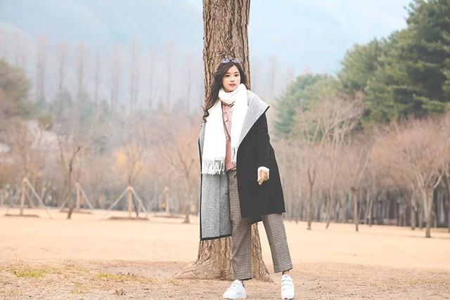 Hoàng Yến Chibi khoe vẻ đẹp trong veo giữa tiết trời Hàn Quốc - Ảnh 2.