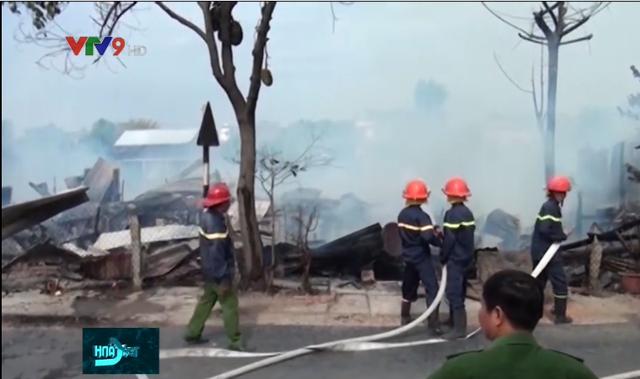 4 căn nhà bị cháy rụi ở An Giang, gây thiệt hại hàng trăm triệu đồng - Ảnh 3.