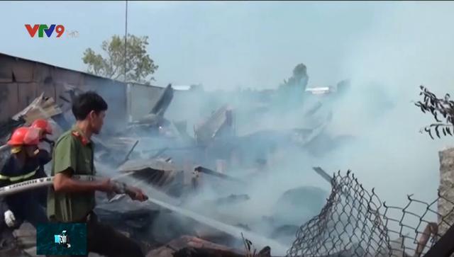 4 căn nhà bị cháy rụi ở An Giang, gây thiệt hại hàng trăm triệu đồng - Ảnh 5.