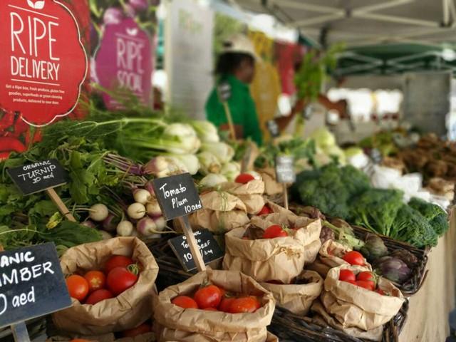 Chợ nông sản hữu cơ trên sa mạc - Ảnh 1.