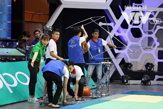 Robocon Việt Nam 2018: Nhiều kỷ lục được xác lập trong ngày thi đấu đầu tiên - Ảnh 1.