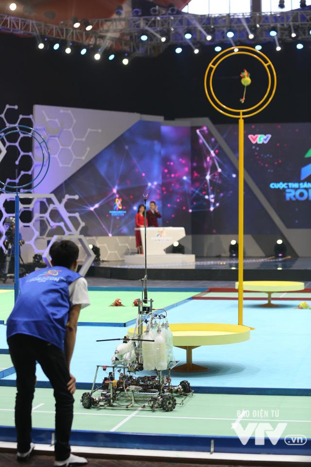 Robocon Việt Nam 2018: Nhiều kỷ lục được xác lập trong ngày thi đấu đầu tiên - Ảnh 6.