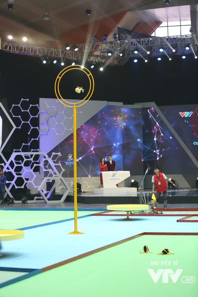 Robocon Việt Nam 2018: Nhiều kỷ lục được xác lập trong ngày thi đấu đầu tiên - Ảnh 7.